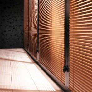 persiana veneciana de aluminio imitación madera